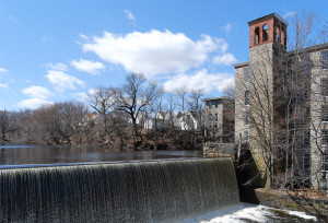 The Pawtuxet River in Rhode Island. Image by Marcbela (Own work) [Public domain], via Wikimedia Commons
